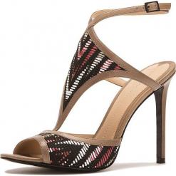 Sandały w kolorze beżowym ze wzorem. Brązowe sandały damskie Stella Luna, w paski, z materiału. W wyprzedaży za 636.95 zł.