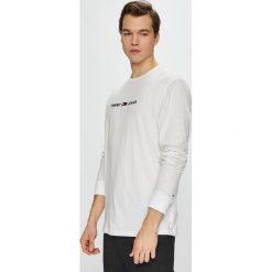 Tommy Jeans - Longsleeve. Szare bluzki z długim rękawem męskie Tommy Jeans, z aplikacjami, z bawełny, z okrągłym kołnierzem. Za 199.90 zł.