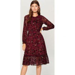 Sukienka w kwiaty - Bordowy. Czerwone sukienki damskie Mohito, w kwiaty. Za 149.99 zł.