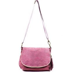 """Skórzana torebka """"Maelie"""" w kolorze jasnoróżowym - 29 x 24 x 8 cm. Czerwone torby na ramię damskie Spéciale Maroquinerie. W wyprzedaży za 129.95 zł."""