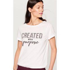 Koszulka z aplikacją - Biały. T-shirty damskie marki DOMYOS. W wyprzedaży za 29.99 zł.