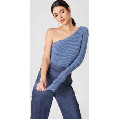 NA-KD Sweter z dzianiny na jedno ramię - Blue. Niebieskie swetry damskie NA-KD, z dzianiny. W wyprzedaży za 73.17 zł.