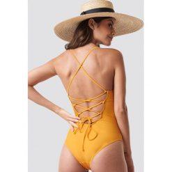 NA-KD Swimwear Kostium kąpielowy sznurowany z tyłu - Yellow. Żółte kostiumy jednoczęściowe damskie NA-KD Swimwear. Za 100.95 zł.