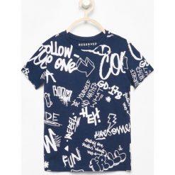 T-shirt z nadrukiem - Granatowy. Niebieskie t-shirty dla chłopców Reserved, z nadrukiem. Za 39.99 zł.