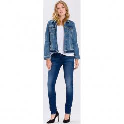 Dżinsowa kurtka - Slim fit - w kolorze niebieskim. Niebieskie kurtki damskie Cross Jeans. W wyprzedaży za 181.95 zł.
