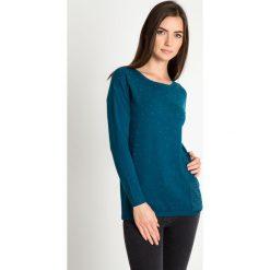 Zielony sweter z kieszonką QUIOSQUE. Zielone swetry damskie QUIOSQUE, z dzianiny, z klasycznym kołnierzykiem. W wyprzedaży za 99.99 zł.
