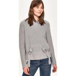 Sweter z wiązaniem - Jasny szar. Swetry damskie Sinsay. Za 59.99 zł.