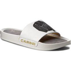 Klapki CARINII - B3980/RT G34-000-000-C37. Białe klapki damskie Carinii, ze skóry. W wyprzedaży za 159.00 zł.