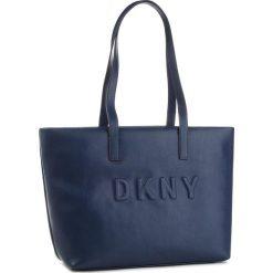 Torebka DKNY - Tilly R83AZ702  Nvy-Navy 410. Niebieskie torebki do ręki damskie DKNY, ze skóry ekologicznej. Za 849.00 zł.