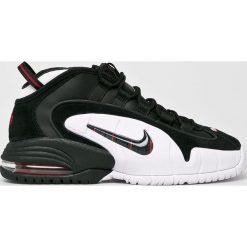Nike Sportswear - Buty Air Max Penny. Szare buty sportowe męskie Nike Sportswear, z materiału. W wyprzedaży za 599.90 zł.