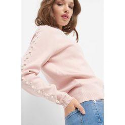 Sweter z perełkami. Brązowe swetry damskie Orsay, z dzianiny, z golfem. Za 119.99 zł.