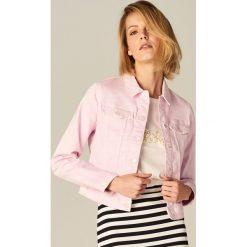 Krótka jeansowa kurtka - Różowy. Czerwone kurtki damskie Mohito, z jeansu. Za 119.99 zł.
