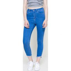 Vero Moda - Jeansy. Niebieskie jeansy damskie Vero Moda. W wyprzedaży za 79.90 zł.