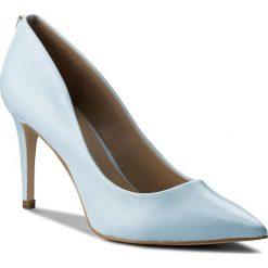 Szpilki GUESS - Bennie3 FLBN31 LEA08 LBLUE. Niebieskie szpilki damskie Guess, ze skóry ekologicznej. W wyprzedaży za 299.00 zł.