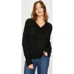 Jacqueline de Yong - Sweter Rascal. Czarne swetry damskie Jacqueline de Yong, z dzianiny. Za 99.90 zł.