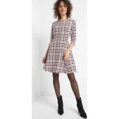 Sukienka w pepitkę. Czarne sukienki damskie Orsay, z poliesteru. Za 139.99 zł.