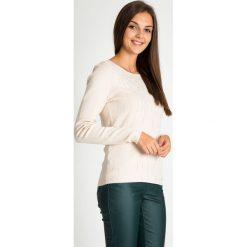 Beżowy sweter z błyszczącymi dżetami QUIOSQUE. Brązowe swetry damskie QUIOSQUE, z jeansu, z klasycznym kołnierzykiem. W wyprzedaży za 119.99 zł.