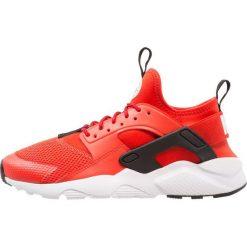 Nike Sportswear AIR HUARACHE RUN ULTRA Tenisówki i Trampki habanero red/white/black. Buty sportowe chłopięce Nike Sportswear, z materiału. Za 439.00 zł.