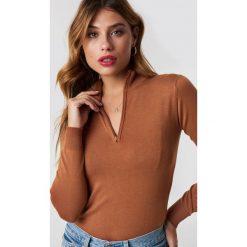 NA-KD Trend Sweter z suwakiem - Brown. Brązowe swetry damskie NA-KD Trend, z materiału. Za 141.95 zł.