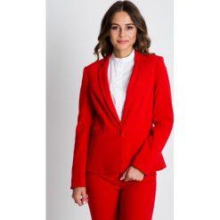 Czerwony żakiet z baskinką BIALCON. Czerwone żakiety damskie BIALCON, z tkaniny, biznesowe. W wyprzedaży za 244.00 zł.