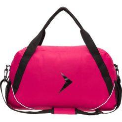 Torba sportowa damska TPD602 - ciemny róż - Outhorn. Czerwone torby na ramię damskie Outhorn, w paski, z materiału. W wyprzedaży za 34.99 zł.