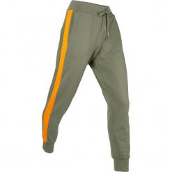 Spodnie dresowe, długie bonprix oliwkowy. Zielone spodnie dresowe damskie bonprix, w paski, z dresówki. Za 99.99 zł.