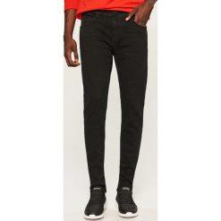 Jeansy slim fit - Czarny. Jeansy damskie marki bonprix. W wyprzedaży za 69.99 zł.