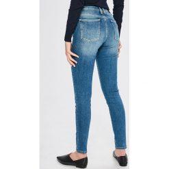 Guess Jeans - Jeansy Annette. Niebieskie jeansy damskie Guess Jeans. Za 459.90 zł.