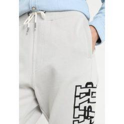 GStar RIE ART SW PANT WMN Spodnie treningowe grey marble1469. Spodnie sportowe damskie G-Star, z bawełny. Za 369.00 zł.