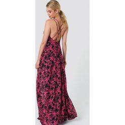 Trendyol Sukienka maxi z nadrukiem w kwiaty - Red,Multicolor. Czerwone sukienki damskie Trendyol, w kwiaty, z poliesteru, z kopertowym dekoltem. Za 181.95 zł.