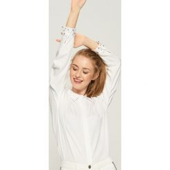 Koszula z aplikacją - Biały. Białe koszule damskie Sinsay, z aplikacjami. Za 59.99 zł.