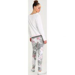 Juvia FLOWER PRINT JOGGER Spodnie treningowe multi. Spodnie sportowe damskie Juvia, z bawełny. Za 579.00 zł.