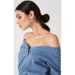 NA-KD Trend Koszula z odkrytymi ramionami - Blue. Niebieskie koszule damskie NA-KD Trend. Za 80.95 zł.