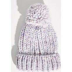 Czapka z pomponem - Fioletowy. Fioletowe czapki i kapelusze damskie Sinsay. Za 24.99 zł.