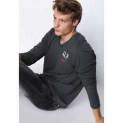Ciemnoszara Koszulka Hard To Do. Szare bluzki z długim rękawem męskie Born2be. Za 39.99 zł.