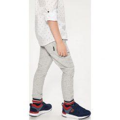 Sportowe buty na rzep - Granatowy. Buty sportowe chłopięce marki bonprix. Za 79.99 zł.