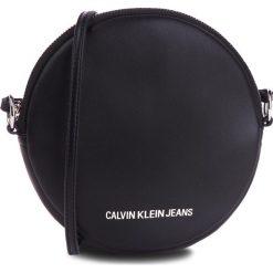 Torebka CALVIN KLEIN JEANS - Passenger Circle Bag K40K400722 001. Czarne listonoszki damskie Calvin Klein, ze skóry ekologicznej. Za 349.00 zł.