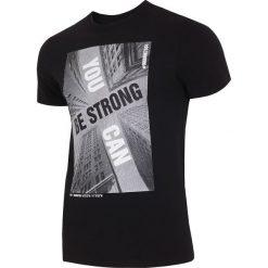 T-shirt męski TSM022 - głęboka czerń. Czarne t-shirty męskie 4f, na lato, z nadrukiem, z bawełny. W wyprzedaży za 49.99 zł.