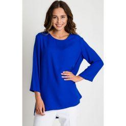 Niebieska bluzka z rękawem 3/4 oraz kieszeniami BIALCON. Niebieskie bluzki damskie BIALCON, z tkaniny, wizytowe, z okrągłym kołnierzem. W wyprzedaży za 109.00 zł.