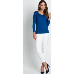 Niebieska klasyczna bluzka BIALCON. Niebieskie bluzki damskie BIALCON, z materiału, eleganckie, z klasycznym kołnierzykiem. W wyprzedaży za 48.00 zł.