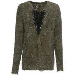 Sweter dzianinowy ze sznurowaną wstawką bonprix głęboki oliwkowy - czarny. Zielone swetry damskie bonprix, z dzianiny, ze sznurowanym dekoltem. Za 109.99 zł.