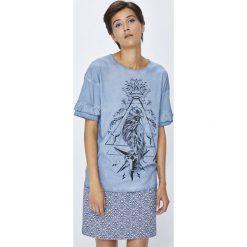Medicine - Top Rustic Indigo. Niebieskie topy damskie MEDICINE, z nadrukiem, z bawełny, z okrągłym kołnierzem, z krótkim rękawem. W wyprzedaży za 39.90 zł.