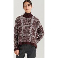 Sweter z kolorowej dzianiny ReDesign - Wielobarwn. Brązowe swetry damskie Reserved, z dzianiny. Za 199.99 zł.