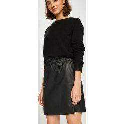 Vero Moda - Spódnica Riley. Czarne spódnice damskie Vero Moda, ze skóry ekologicznej. Za 89.90 zł.