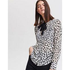 Koszula z motywem zwierzęcym - Biały. Białe koszule damskie Reserved, z motywem zwierzęcym. Za 79.99 zł.
