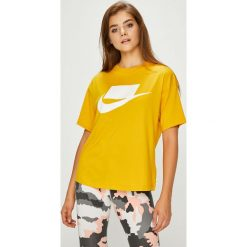 Nike Sportswear - Top. Szare topy damskie Nike Sportswear, z nadrukiem, z bawełny, z okrągłym kołnierzem, z krótkim rękawem. Za 139.90 zł.