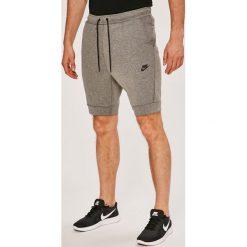Nike Sportswear - Szorty. Szare krótkie spodenki sportowe męskie Nike Sportswear, z bawełny. W wyprzedaży za 239.90 zł.