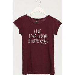 T-shirt z napisem - Bordowy. Czerwone t-shirty damskie Sinsay, z napisami. Za 9.99 zł.