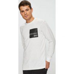 Adidas Originals - Longsleeve. Szare bluzki z długim rękawem męskie adidas Originals, z nadrukiem, z bawełny, z okrągłym kołnierzem. W wyprzedaży za 159.90 zł.