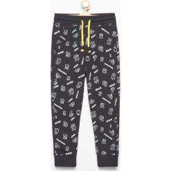 Spodnie dresowe we wzory - Czarny. Spodenki niemowlęce marki Reserved. Za 39.99 zł.